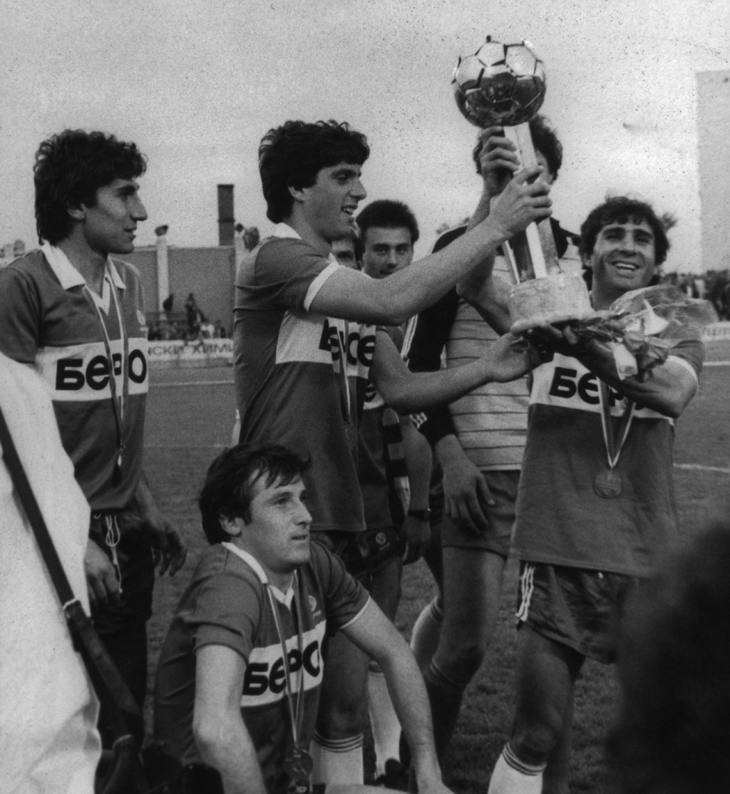 beroe shampion football 1986 04